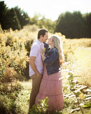 Fall vibes are the best vibes 🍂#engaged #engagement #engagementshoot #engagementphotos #engagementsession #engagementphotography #photogram #photograph #photography #photographer #photographers #photographyislife #photographyeveryday #weddingphotography #weddingphotographer #weddingphotos #weddingphotography #weddingpictures